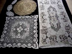 Nice collection of 6 tablecloths and doilies in total, 20th century