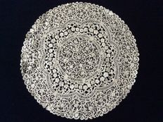 Belgian rosaline lace combined with very fine rococo lace - early 20th century