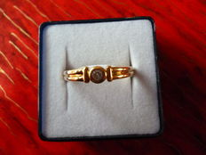 Gold ring with diamond, 0.15 ct