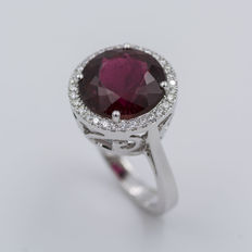 White gold ring with tourmaline and diamonds