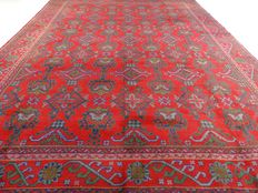 "Usak – 406 x 301 cm – ""Impressive, oversized Persian carpet – Eye-catcher in beautiful, slightly worn condition""."