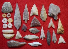 Neolithic relics and 1 Paleo Aterian stemmed tool - 65mm to 10mm (26)