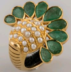 Gold ring with emeralds and cultured pearls # NO RESERVE #