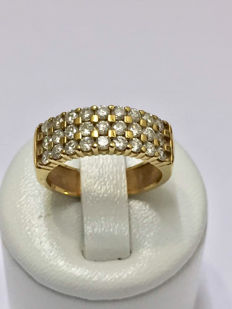Gold (18 kt) band ring with 1.30 ct Top Wesselton diamonds.