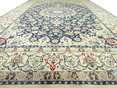 Nain – 306 x 206 cm. – eye-catcher - Persian carpet with silk – in beautiful, virtually unused condition.