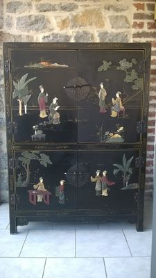 Black Chinese lacquered cabinet with patterns – China – End of the 20th century