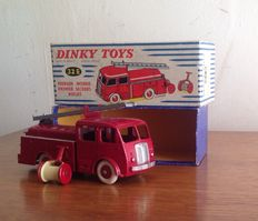 Dinky Supertoys-France - scale 1/43 - Fire department van first aid Berliet No.32