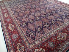 "Sarough – 402 x 294 cm. – ""Impressive, oversize Persian carpet in kings blue - in beautiful top condition""."