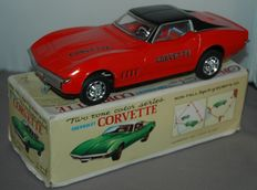 Taiyo Japan - Length 27.5 cm - Tin Chevrolet Corvette in box with battery engine, 1970s