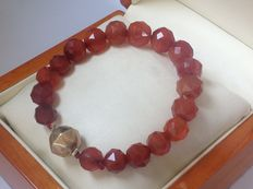 Carnelian bracelet with a 14 kt gold, antique clasp.