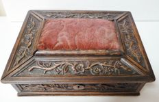 Especially beautiful sewing box - late 19th century