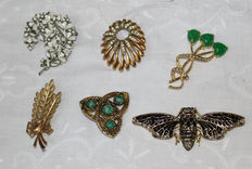 Six American vintage brooches, circa 1950s. One signed Sarah Coventry.