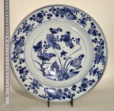 Large porcelain dish – China – 18th century