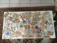 World - 2000 banknotes from all over the world- many Yugoslavia