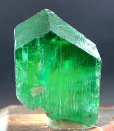 V Shape Terminated Lush Green Hiddenite Kunzite Crystal - 59 x 47 x 29mm - 171 gm