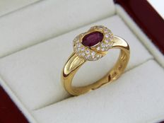 Jewellery ring in 18 kt gold, ruby and diamonds 56