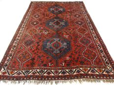 "Semi-antique Shiraz - 296x207 cm. ""Vintage Persian rug in beatiful shabby condition""."
