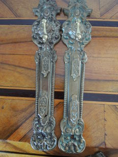 Two antique door fittings with 2 key holes for double lock - Historicism - brass