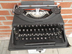 Oliver Antique typewriter, black with detachable cover and handle