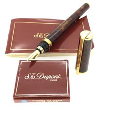Dupont fountain pen in Chinese lacquer and 18 ct gold.