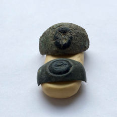 Ancient Roman Lot of two (broken) rings  with a glass gemstones. - 20mm / 22mm.