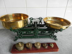 Cast iron scale with copper trays and a block of weights - ca. 1900
