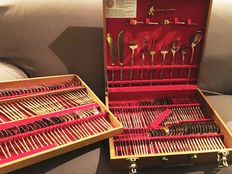 Impressive set of cutlery: