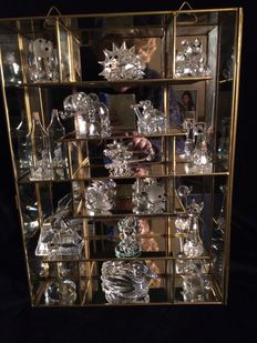 Lot with 16 pieces of crystal figurines including 6 figures of swarovski.