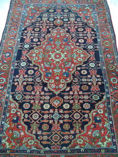 Iran beautiful hand-knotted woolen carpet 200cmx125cm.Take into account there is no reserve price, bidding 1euro