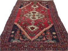 Hamadan beautiful hand-knotted woolen carpet 220cmx127cm.Take into account there is no reserve price, bidding 1euro