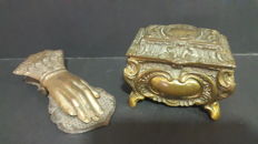 Two original romantic pieces of the period of excellent quality, bronze and metal, XX century