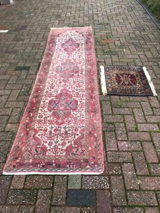 Beautiful, large, heavy, hand-knotted Persian runner. 304 cm x 80 cm. Quality: Yalameh, Persia + small hand-knotted Persian table cloth