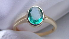 Emerald 1.90 ct level setting solitaire ring 585 gold