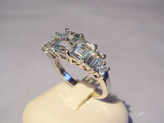 Ladies' ring with 7 tested blue topazes approx. 3.0ct in total