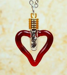 Nantan Meteorite - Iron Valid (IIICD) Medium Octahedrite - Heart Glass Pendant with gold plated cap and eyelet in silver  - 3.90 g