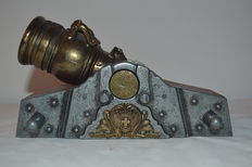 Royal cannon with rotative top fully worked with immense details engraved all over (Coat of arms)