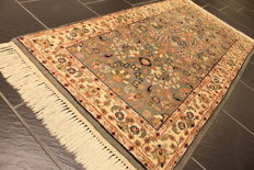 Beautiful handmade Oriental carpet Indo Ghom – Runners silk Lustre – Size: 71 x 143 cm – Made in India