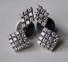 Luxury 18 kt modern white gold earrings with 2 ct brilliant cut diamonds G/VVS. Excellent condition.