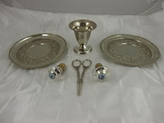 Lot with 6 silver plated wine attributes, mainly Netherlands, 20th century