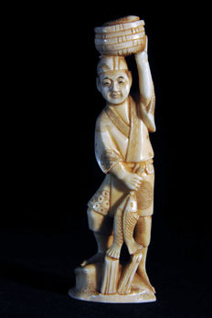 Ivory okimono of a fisherman – Japan – 1880–1920