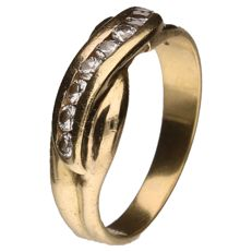 Yellow gold eternity ring set with 8 brilliant cut diamonds of 0.05 ct each. 0.40 ct in total