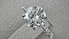 IGL 2.67 ct  round diamond ring in 14 kt white gold