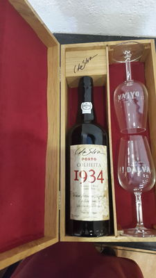1934 C. Da Silva Dalva Colheita Port – bottled in 2001 – 1 bottle in a beautiful case with 2 glasses