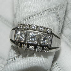 Women's ring, 585 / 14 kt gold. Ring in white gold with 13 brilliants, approx. 0.75 ct., size: Ø 18mm