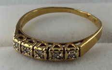Yellow gold ring set with diamond.