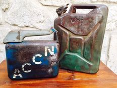 Set of 2 cans of gasoline - Allboy & British army - ca. 1950s Germany