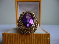 Ring of 14 kt with amethyst