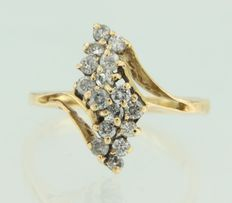 14 kt yellow gold ring, set with 16 brilliant cut diamonds.  Ring size: 17 (53).