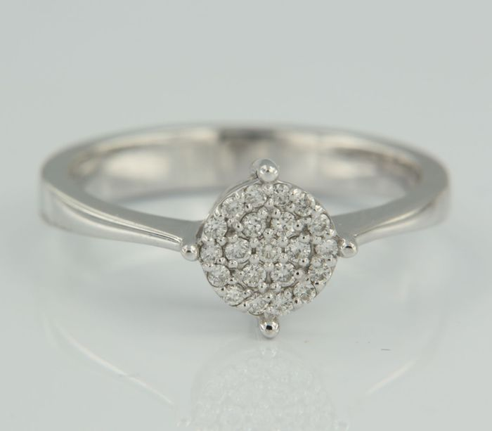 White gold ring of 14 kt, set with 21 brilliant cut diamonds of 0.15 ct, ring size: 17.25 (54)