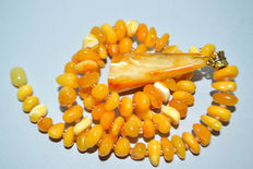 Baltic amber necklace,  in butterscotch, egg yolk colour, 21 grams